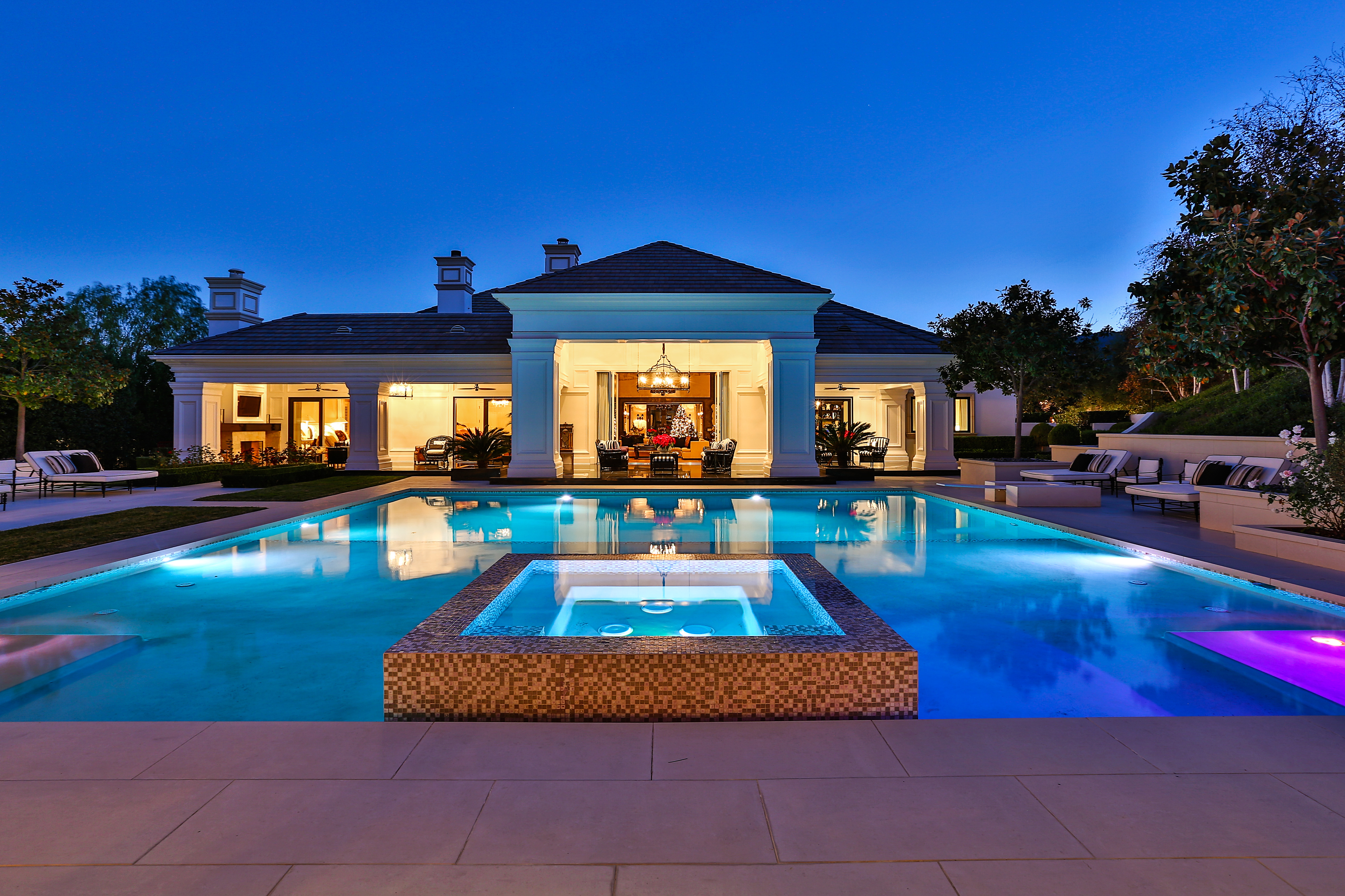 Wayne Gretzky S Hotel Of An Estate Sells For 6 Million Rismedia 39 S Housecall