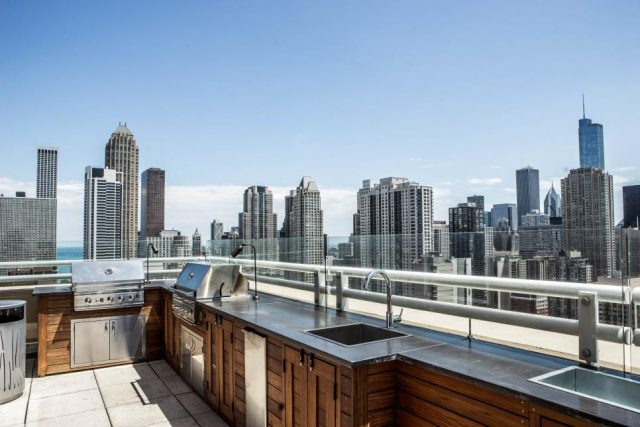 Chicago-Roof-Deck-Garden_Chestnut-Tower_9.jpg.rend.hgtvcom.966.644