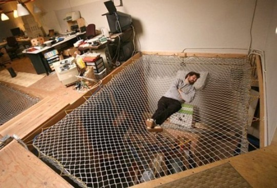 Trampoline_bed_Interesting_design-540x366