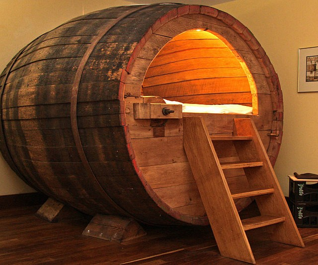 beer-barrel-bed1-640x533