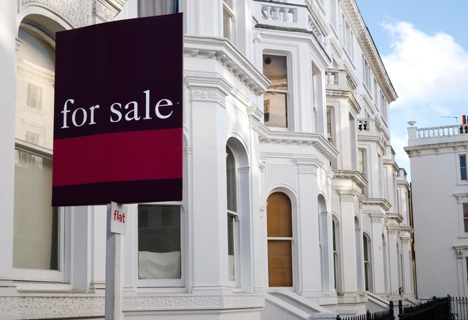 Terraced house For Sale at West-London.