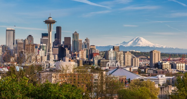 seattle-downtown-skyline-and-mt-rainier-washington-picture-id477409274